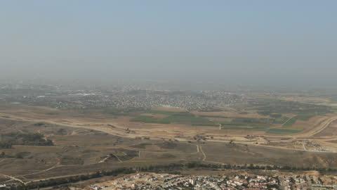 view from sderot city towards border with gaza strip/ aerial - negev, israel - ガザ地区点の映像素材/bロール