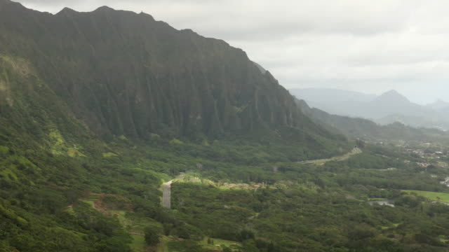view from the nuuanu pali lookout - oahu stock videos and b-roll footage