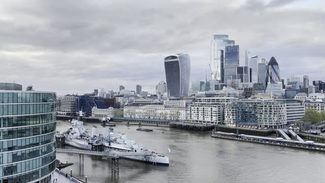 view from the top of city hall of both tower bridge and the city of london with hms belfast in the foreground on may 9, 2021 in london, england. - differential focus stock videos & royalty-free footage