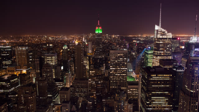 ws t/l view from the top of the rockefeller center on manhattan skyline from day to night / new york city, new york, usa - manhattan stock videos & royalty-free footage