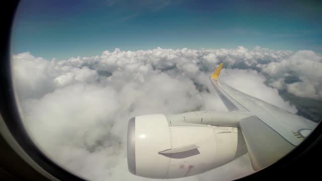 Vista dal finestrino di un aeroplano.