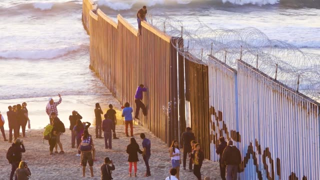 vídeos y material grabado en eventos de stock de view from tijuana mexico of 'las playas de tijuana' overlooking 'friendship park' the us border patrol agents monitor from the us side and it is the... - pared de contorno