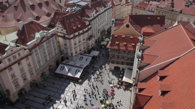 vídeos y material grabado en eventos de stock de view from town hall clock tower, old town square, prague, czech republic, europe - stare mesto