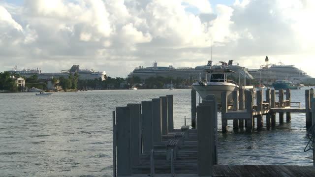 vídeos de stock e filmes b-roll de ws view from venetian causeway of cruiships exiting miami harbour  / miami beach, florida, united states - 50 segundos ou mais