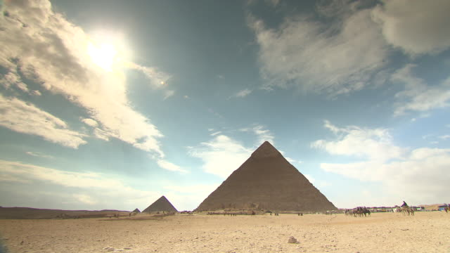 ws tl view giza pyramids / giza, egypt - pyramid stock videos and b-roll footage