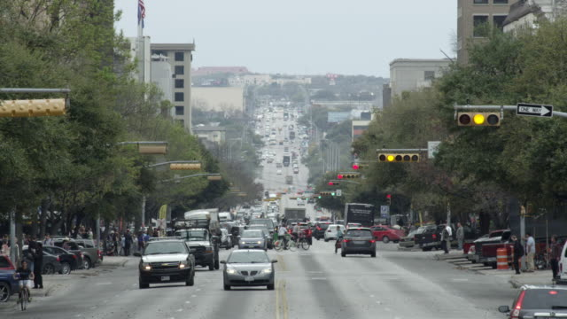ws view looking down congress ave from texas state capitol building with traffic - texas state capitol building stock videos & royalty-free footage