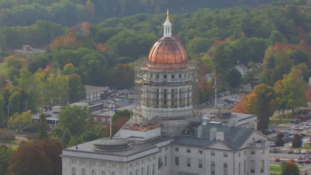 ws zo aerial pov view maine flag with maine state house / augusta, maine, united states - augusta maine stock videos & royalty-free footage