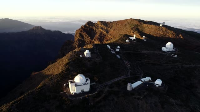 view near a volcanic caldera and astronomical observatories, unesco biosphere site, la palma, canary islands, spain, atlantic, europe - weltraum und astronomie stock-videos und b-roll-filmmaterial