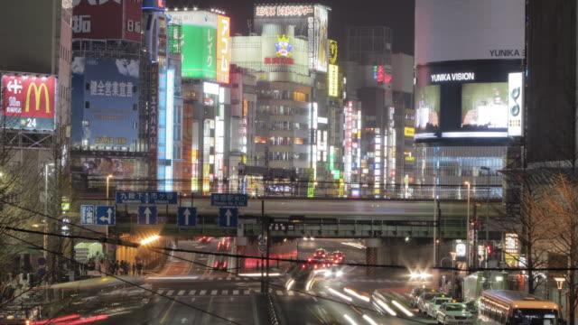 t/l view near shinjuku station at night - 情報伝達サイン点の映像素材/bロール