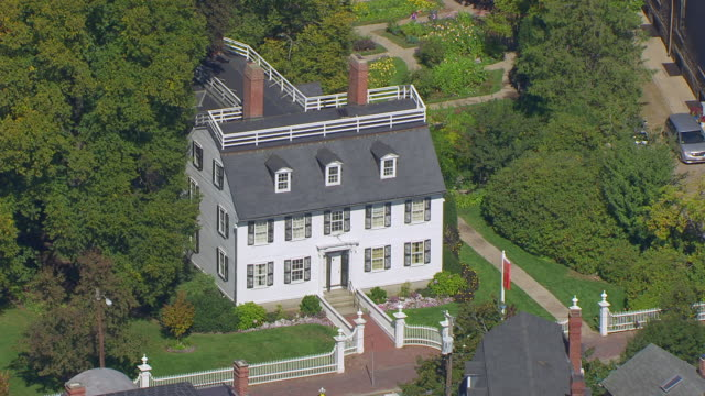 ws aerial pov view of 1727 built ropes mansion at mcintyre historic district / salem, massachusetts, united states - salem stock videos & royalty-free footage