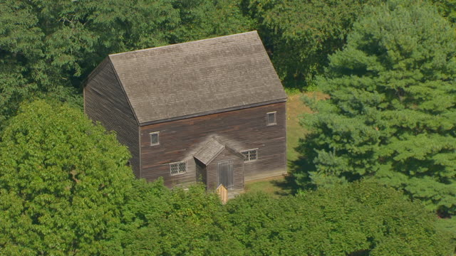 ws aeria pov zi view of 17th century meeting house / danvers, massachusetts, united states - kolonialstil stock-videos und b-roll-filmmaterial