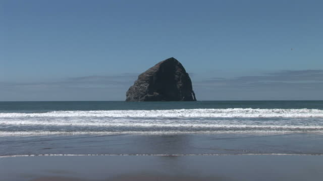 view of a beach in oregon coast united states - oregon coast stock videos & royalty-free footage