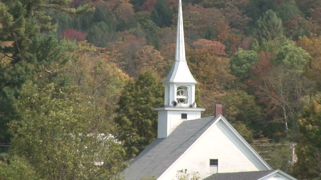 vídeos de stock e filmes b-roll de view of a church in vermont united states - spire