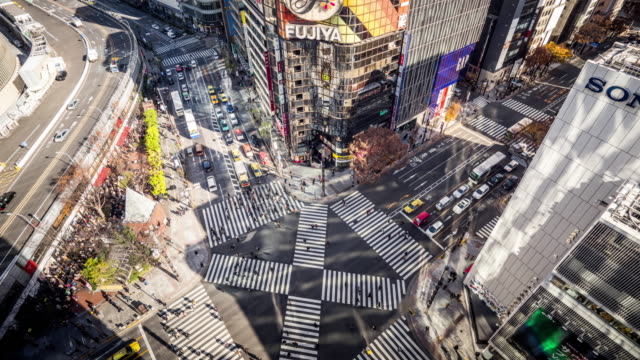 t/l ws ha zi view of a crossroad in ginza / tokyo, japan - zoom in stock videos & royalty-free footage