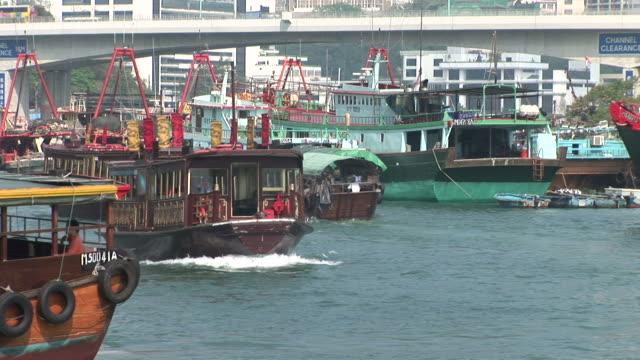 vídeos y material grabado en eventos de stock de view of a harbor in hong kong china - pasear en coche sin destino