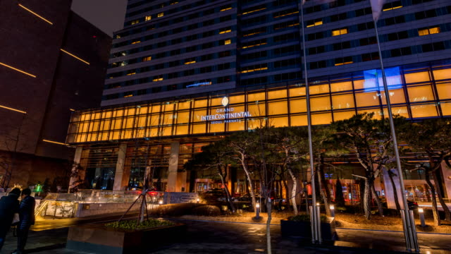 vídeos de stock, filmes e b-roll de view of a luxury hotel near coex exhibition center at night - eco tourism