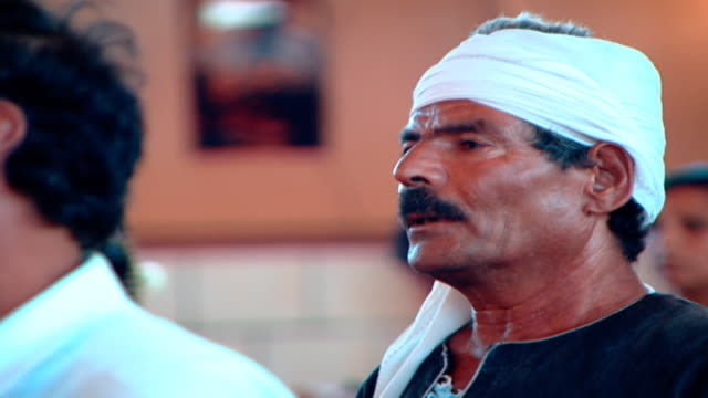 stockvideo's en b-roll-footage met cu view of a male coptic worshipper wearing a traditional headwrap - gelovige