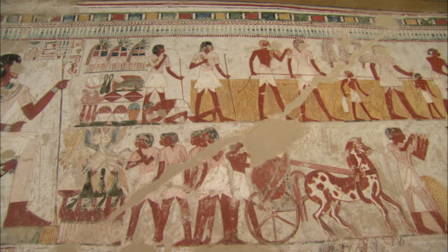 view of a mural in the tomb of puyemre in egypt - egypten bildbanksvideor och videomaterial från bakom kulisserna
