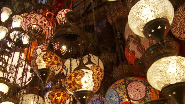 stockvideo's en b-roll-footage met view of a shop in grand bazaaar istanbul, turkey - grote bazaar van istanboel istanboel