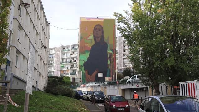vidéos et rushes de view of a 'street art' giant fresco on a social housing building in 'bernard de jussieu' district on november 7 in versailles, france. commonly known... - hlm