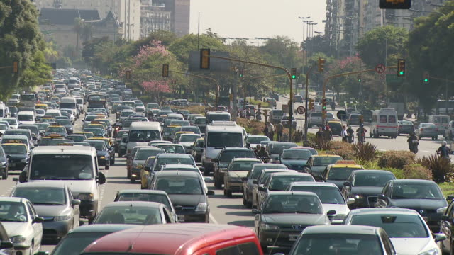 view of a traffic in buenos aires, argentina - avenida 9 de julio stock-videos und b-roll-filmmaterial