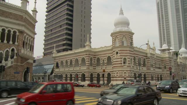 vídeos de stock e filmes b-roll de view of a traffic in kuala lumpur, malaysia - edifício do sultão abdul samad