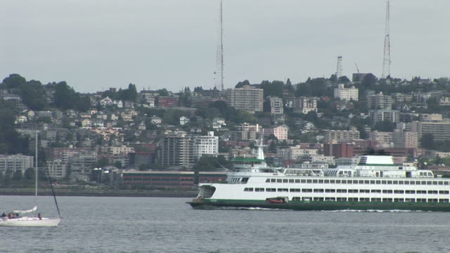 view of a washington state ferry cruising in seattle united states - kryssa bildbanksvideor och videomaterial från bakom kulisserna