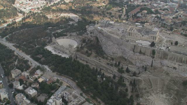 vidéos et rushes de ws aerial zo view of acropolis citadel / acropolis, athens, greece - athens greece