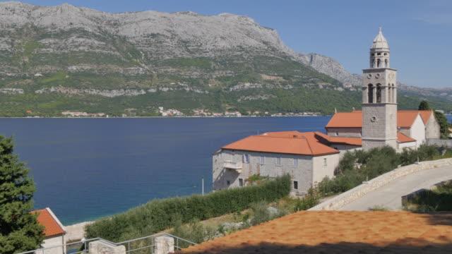 vídeos y material grabado en eventos de stock de view of adriatic sea and samostan svetog nikole church, korcula, dalmatia, croatia, europe - cultura croata