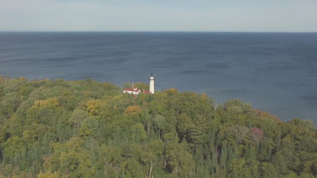 ws view of aerial outer island lighthouse with lake superior / wisconsin, united states  - lago superiore video stock e b–roll