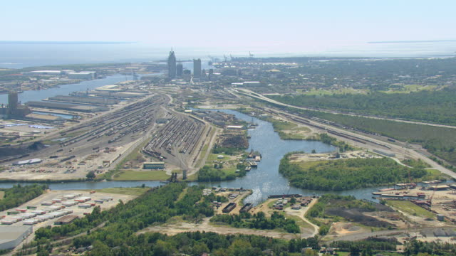 ws aerial view of africatown neighborhood with downtown mobile / mobile, alabama, united states    - alabama stock-videos und b-roll-filmmaterial