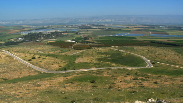 ws pan view of agricultural northern and jezreel valley / gilboa, israel  - 聖地パレスチナ点の映像素材/bロール