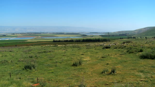 ws view of agricultural northern and jezreel valley / gilboa, israel  - 聖地パレスチナ点の映像素材/bロール