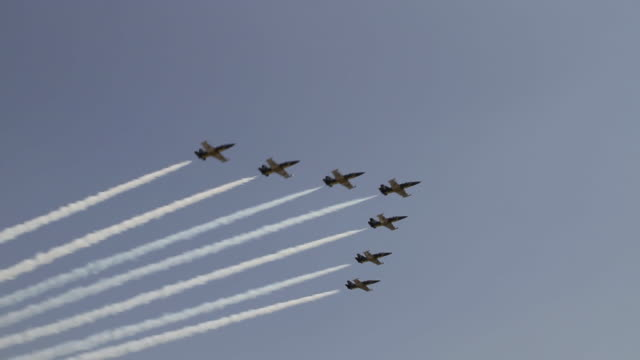 view of air show, patriots jet team flying in formation trailing smoke - airshow stock videos & royalty-free footage