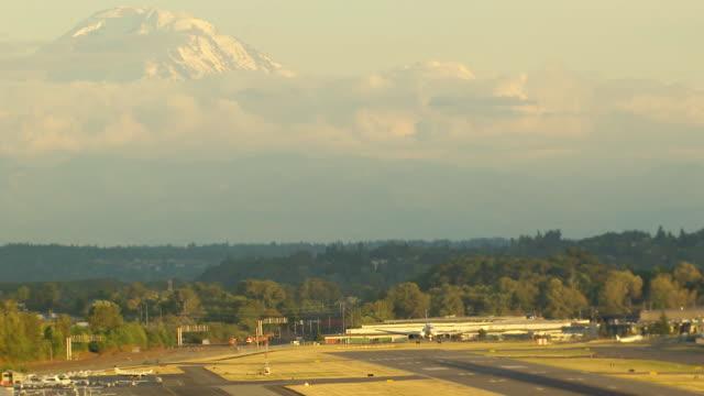 ws aerial view of airplane landing at seattle tacoma international airport / seatac, washington, united states - pierce county washington state stock videos & royalty-free footage