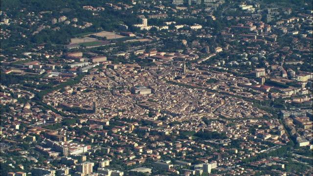 vídeos de stock, filmes e b-roll de aerial, view of aix en provence, provence-alpes-cote d'azur, france - aix en provence