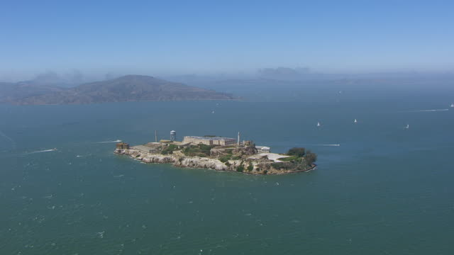 ws aerial pov view of alcatraz island at san francisco bay / san francisco, california, united states - gerechtigkeit stock-videos und b-roll-filmmaterial