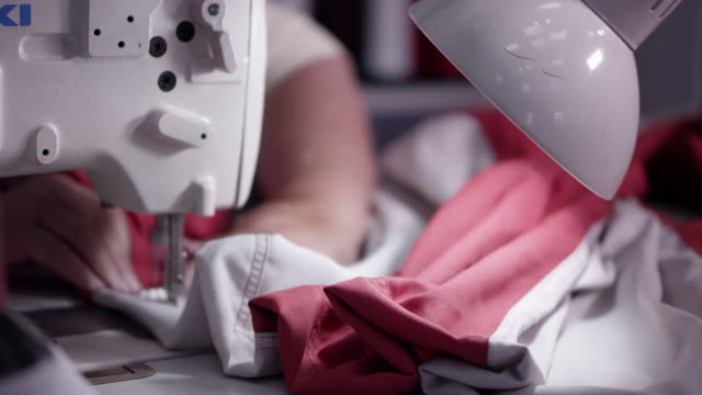 stockvideo's en b-roll-footage met view of american flag being sewed - made in the usa korte frase