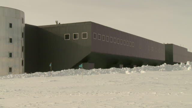 ws pan view of amundsen scott south pole station / south pole, antarctica  - south pole stock videos & royalty-free footage