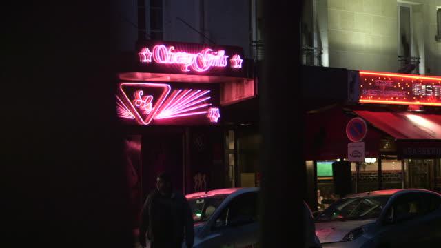 view of an adult establishment and a bistrot in pigalle, paris, france. - erotischer tanz stock-videos und b-roll-filmmaterial