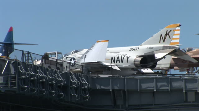 stockvideo's en b-roll-footage met view of an aircraft carrier uss midway in san diego united states - amerikaanse zeemacht