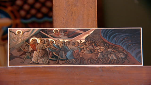 vídeos y material grabado en eventos de stock de view of an icon depicting the exodus, the crossing of the red sea. in the orthodox church, an icon is a sacred image, a window into heaven. - mar rojo moises