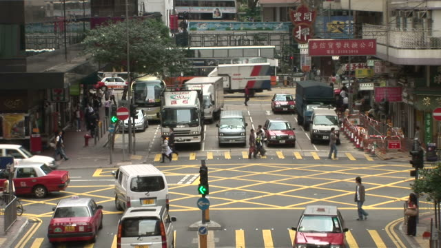 view of an intersection in hong kong china - zebramuster stock-videos und b-roll-filmmaterial