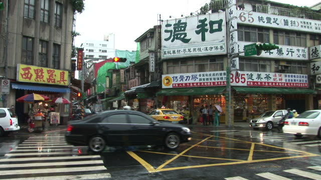 view of an intersection in taipei taiwan - zebramuster stock-videos und b-roll-filmmaterial