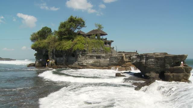 view of an island in bali, indonesia - プラタナロット点の映像素材/bロール
