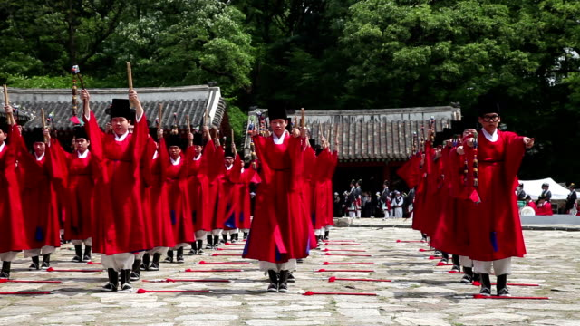 view of ancestral ritual formalities for jongmyo shrine (intangible cultural heritage) - traditionelle kleidung stock-videos und b-roll-filmmaterial