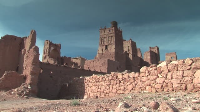 ws zi view of ancient kasbah and oasis / morocco - fortress stock videos & royalty-free footage