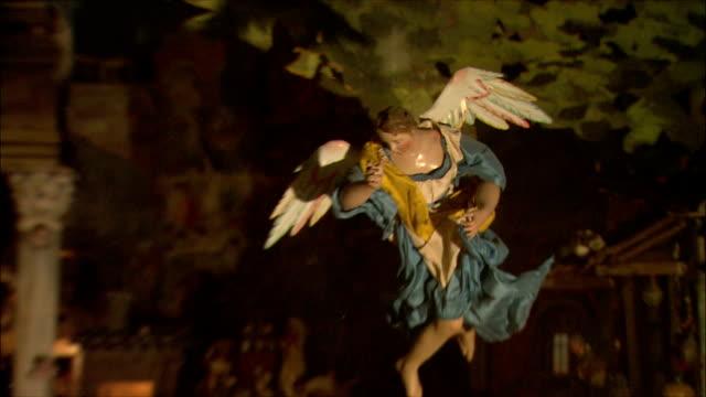 ms zi zo view of angle (italian nativity/manger scenes) / rome, italy - キリスト降誕点の映像素材/bロール