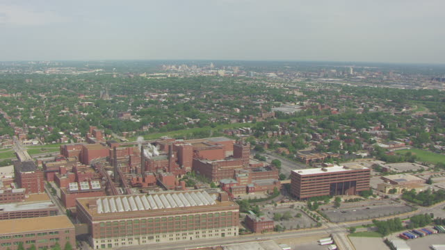 ws aerial view of anheuser busch brewery and city / st louis, missouri, united states - anheuser busch brewery missouri stock videos and b-roll footage
