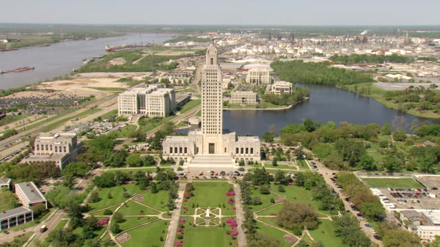 ws aerial view of approach louisiana state capitol building and surrounding landscape / baton rouge, louisiana, united states - baton rouge stock-videos und b-roll-filmmaterial